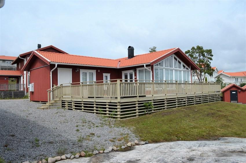 Strømstad / Öddö. Lys og lekker helårshytte ved Strømstads skjærgård. Båtplass, sjøbod og fellesbrygge.
