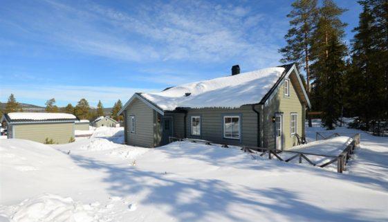 Flott hytte i naturskjønne omgivelser.