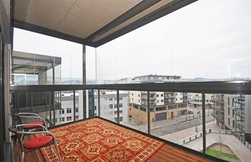 Stor balkong med flott utsikt.